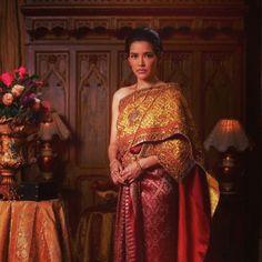 Thai dress full set. Thai Traditional Dress, Traditional Fashion, Traditional Outfits, Thai Wedding Dress, Wedding Dresses, Thai Dress, Thai Style, Sari, Thai Thai