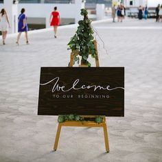 Woo your guests from the very start of your special day with a beautifully crafted sign #weddinginspo #specialtouches #geelongbride : Pinterest #Padgram