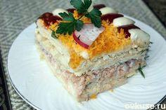 Рыбный салатик - торт с крекерами