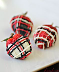 Cookies & Cream Stuffed Strawberries. Decorated in Plaid Print. Eat Your Heart Out, Ralph Lauren. wp.me/p1jcdp-tF