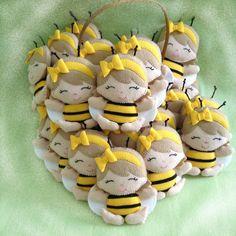 Meninas abelhinhas de 10cm para a @adrianamguimaraes de Brasília - DF