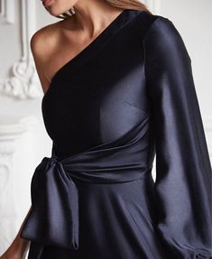 Navy silk @safiyaa_official @theeditbymary #theeditbymary #fashion #stylist #personalstylist #editorialstylist #fashionblog Coco Mademoiselle, Glamour, Mom Style, Girl Style, Fashion Outfits, Womens Fashion, Fashion Details, Casual Chic, Nice Dresses