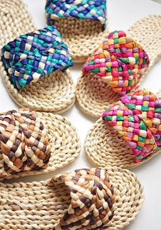 i can see this done in crochet Flax Weaving, Paper Weaving, Basket Weaving, Crochet Sandals, Crochet Shoes, Crochet Slippers, Crochet Slipper Pattern, Beautiful Buns, Slipper Sandals