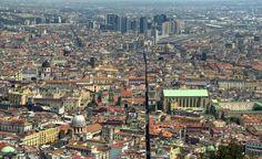 """Il decumano inferiore del centro storico di Napoli è via S.Biagio dei Librai conosciuto più comunemente come """"Spaccanapoli"""""""