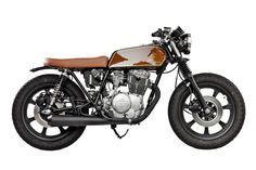 ϟ Hell Kustom ϟ: Yamaha 1979 By Ventus Garage Cafe Racer Seat, Cafe Racer Helmet, Cafe Racer Girl, Cafe Racer Build, Cafe Racer Bikes, Cafe Racer Motorcycle, Motorcycle Outfit, Motorcycle Girls, Motorcycle Helmets