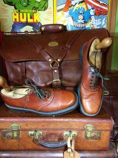 He encontrado este interesante anuncio de Etsy en https://www.etsy.com/es/listing/251869957/zapatos-sebago-vintage-artesanal-cuero