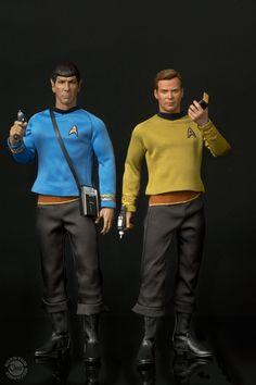 Star Trek The Original Series Kirk & Spock Scale Articulated Action Figure - By Quantum Mechanix Star Trek Toys, Star Trek Spock, Star Trek Action Figures, Star Trek Captains, Star Trek Images, Star Trek Original Series, Iconic Characters, Uss Enterprise, Retro Toys