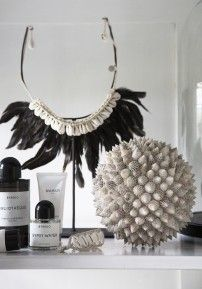 Shell Ball Spiky - L - Love Warriors Bedroom Accessories, Decorative Accessories, Ibiza, Feather Crown, Love Warriors, Nordic Style, Scandinavian Interior, Home Decor Inspiration, Color Schemes