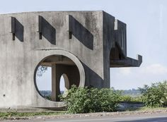 Soviet bus stop. As if a cubist decided to build an elephant out of concrete. A As Architecture, Concrete Architecture, Industrial Architecture, Modernisme, Exterior, Bus Stop, Chandigarh, Landscape Design, Around The Worlds