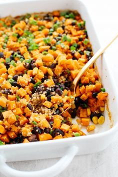 This Sweet Potato & Black Bean Quinoa Bake is healthy and delicious with all your favorite Mexican flavors easily baked together in a single casserole dish!#glutenfree #dairyfree #vegan #mealprep