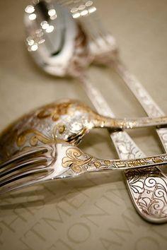 Talheres em ouro e prata do Espaço Santa Helena
