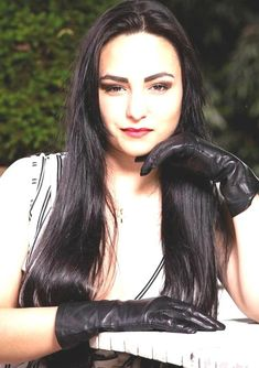 Elegant Gloves, Gloves Fashion, Women's Fashion, Latex Gloves, Black Leather Gloves, Long Gloves, Interesting Faces, Beautiful Women, Long Hair Styles