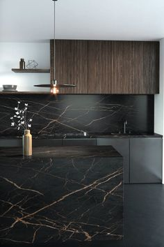 From Cosentino's Dekton range of ultracompact surfaces, Laurent features features a dramatic dark brown background crisscrossed with veins of gold. Kitchen Room Design, Modern Kitchen Design, Home Decor Kitchen, Interior Design Kitchen, Home Kitchens, Craftsman Home Interiors, Rustic Home Interiors, Küchen Design, House Design