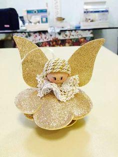 Felt Crafts, Diy And Crafts, Foam Sheet Crafts, Handmade Christmas Crafts, Crochet Angels, Navidad Diy, Giant Paper Flowers, Christmas Decorations, Christmas Ornaments