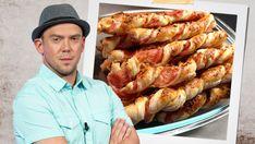 Další recept z kuchyně reportéra Ládi Hrušky je vynikající chuťovkou, když vás honí mlsná, ale na sladké nemáte chuť. A zvládne ho i každý kuchař amatér. Vyzkoušejte šunkové vrtule. Shrimp, Sausage, Nova, Food And Drink, Baking, Diet, Sausages, Bakken, Backen