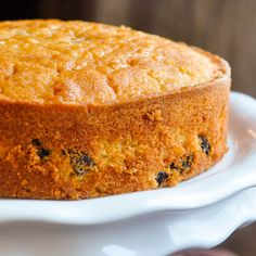 Here's a delicious taste of the Caribbean with a rum soaked raisins baked into a vanilla cake, then soaked in more rum. Enjoy it plain or dress it up with a caramel filling and rum buttercream frosting. Rock Recipes, Sweet Recipes, Food Cakes, Cupcake Cakes, Cupcakes, Rum And Raisin Cake, Just Desserts, Dessert Recipes, Raisin Recipes