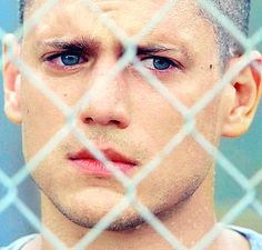 So much pain in his eyes I can't take it Prison Break Zitate, Prison Break Quotes, Movies And Tv Shows, Movies Showing, Wentworth Miller Prison Break, Michael And Sara, Broken Series, Broken Pictures, Fifty Shades Series