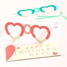 What a happy celebration it would be to wear these free printable Mom glasses to a Mother's Day brunch, or on Mom's birthday!