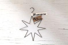 Super easy christmas decoration made of a wire hanger.DIY Weihnachtsdeko aus einem Kleiderbügel.Cool!