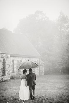 Photography: Izzy Hudgins Photography - izzyhudgins.com  Read More: http://www.stylemepretty.com/tri-state-weddings/2014/04/03/fall-wedding-at-historic-winery/