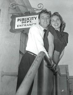 Robert Mitchum & Janet Leigh