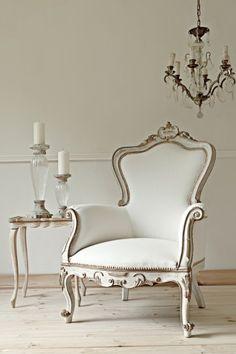 Francuski Fotel w Stylu Ludwika XV po kapitalnej renowacji - Francuska Bergere XIX w z elementami antycznego złota