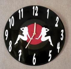 horloge sur vinyl 33 tours pin up