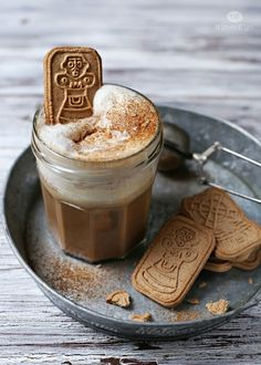 Biscuits and a Cappuccino Gingerbread Latte, Gingerbread Recipes, Gingerbread Cookies, Café Chocolate, Chocolate Cookies, Almond Cookies, Pause Café, Coffee Facts, Coffee Drinkers