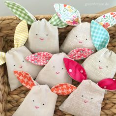 Bunny cloth bag with knotted ears - sweet as sugar!de - Bunny cloth bag with knotted ears – sweet as sugar! Diy Stuffed Animals, Dinosaur Stuffed Animal, Birthday Rewards, Inexpensive Gift, Lilo And Stitch, Treat Bags, Cloth Bags, Free Sewing, Animals For Kids
