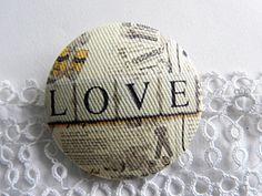 Fabric button,  printed  love de la boutique Mauveetcapucine sur Etsy
