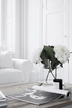 All White Living Room Sets Elegant White Interiors Interiores Allwhite Simplicity Allwhite White Living Room Set, Living Room Sets, Living Room Decor, Living Spaces, Bedroom Decor, White Rooms, Bedroom Ideas, Style At Home, Sinnerlig Ikea