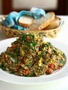 """Salată de vinete libaneză. Salata de vinete în stil arăbesc """"salatit el batinjan"""". Rețetă de salată de vinete cu legume proaspete. Salata de vinete arabeasca."""