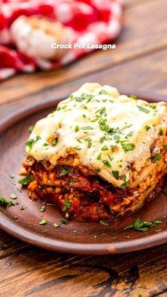 Best Crockpot Recipes, Cooking Recipes, Slow Cooker Lasagna, Easy Lasagna Recipe, Pressure Cooker Recipes, No Noodle Lasagna, Lasagna Noodles, Easy Meals, Food And Drink