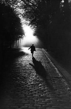☾ Midnight Dreams ☽  dreamy & dramatic black and white photography - Paris - 'Vers la lumière' - 1953 - Photo by Sabine Weiss