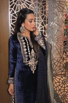 To Stay Stylishly Warm At Winter Weddings: Outfit Ideas! What To Wear To A Winter Wedding: The Complete Guide Pakistani Party Wear Dresses, Designer Party Wear Dresses, Nikkah Dress, Indian Party Wear, Kurti Designs Party Wear, Pakistani Dress Design, Lehenga Designs, Indian Bridal Outfits, Indian Fashion Dresses