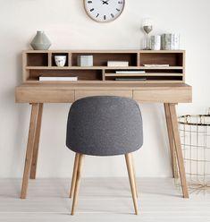 """Hübsch interior Schreibtisch """"Lis"""" Eiche - kleiner, kreativer Denkanstoß. - Viele zusätzliche Aufbewahrungsmöglichkeiten, die neben hübsch aussehen auch noch richtig praktisch sind und Ordnung schaffen und viele weitere clevere Ideen für ein hübsches Zuhause finden Sie bei uns im Shop!"""