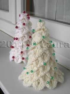 Crochet Crocodile Stitch Christmas Trees - Tutorial - these are awesome!  It's in Italian, but Google can translate and there is a chart as well.