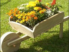 Excellent Gardening Ideas On Your Utilized Espresso Grounds Wheel Barrel Flower Planter Wood Wheelbarrow Planters Wood Toy Chest Plans Diy Ideas Wooden Planters, Wooden Garden, Planter Boxes, Wooden Wheelbarrow, Wheelbarrow Garden, Diy Wood Projects, Garden Projects, Wheel Barrel Planter, Barrel Flowers