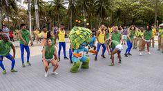 https://flic.kr/p/LR7Wjy | A dancinha do Tom! | No Aterro do Flamengo.  Rio de…