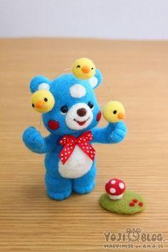 Blue bear juggling duckies