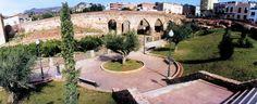 Tras recorrer las cuevas, lo mejor que podemos hacer es conocer el núcleo urbano de la Vall d'Uixó, a solo 2 kilómetro de aquí, donde podemos ver el Conjunto de Acueductos de San José y Alcudia. El mayor de ellos fue construido en época romana mientras el pequeño data de la Edad Media.
