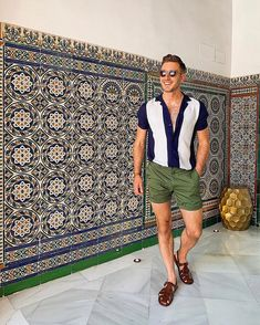 Landed in Sevilla yesterday and have been taking in allllll the beautiful colors and tiles ever since. 🎨 It's so beautiful here! Mens Fashion Summer Outfits, Spring Outfits, Casual Outfits, Fashion Tv, Tomboy Fashion, Men Looks, Men Sunglasses Fashion, Mens Sunglasses, Summer Tomboy