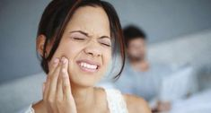 Joint Pain Remedies When Arthritis is a Pain in the Jaw - Jaw pain can be caused by arthritis of the temporomandibular joint. Treatment depends on the specific type of arthritis. Home Remedies For Arthritis, Rheumatoid Arthritis Treatment, Sore Jaw, Jaw Pain, Tooth Sensitivity, Tooth Pain, Ankylosing Spondylitis, Dental Problems, Arthritis Remedies