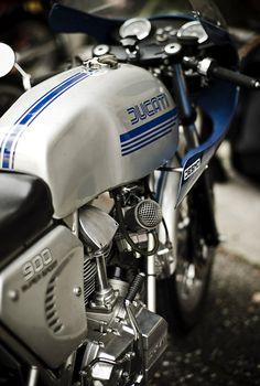 Ducati 900 SS.