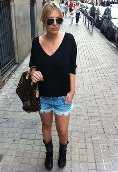 SHORTS & BIKER BOOTS  , Brandy Melville en Camisetas, Zara en Pantalones cortos, Rome\'s shop en Botas, Louis Vuitton en Bolsos