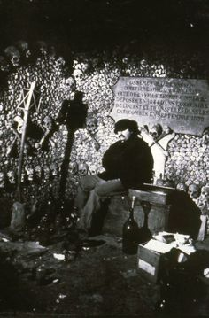 Autoritratto nell'ossario sotterraneo di Parigi, 1860, fotografia, Nadar.