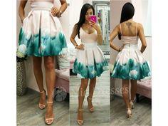 Táto mini suknička si krásne drží áčkový tvar vďaka spodničke, na ktorej je našitý tyl. Sukňa je pútavá vďaka žiarivým kvetinám vpestrých farbách. Ksukni stačí jednoduchý top, lodičky asoslňujúcim outfitom môžete vyraziť. Pás na sukni nie je elastický a vzadu sa zapína zipsom. Tyl, Mini, Dresses, Vestidos, Dress, Gown, Outfits, Dressy Outfits