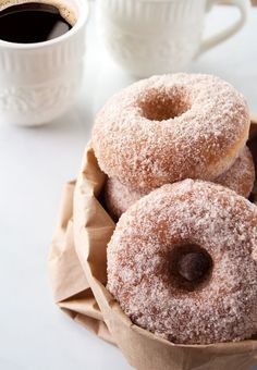 baked cinnamon and sugar donuts dessert Just Desserts, Delicious Desserts, Dessert Recipes, Yummy Food, Sweet Desserts, Donut Recipes, Baking Recipes, Fancy Cake, Baked Doughnuts