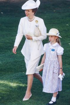 Princess Anne, The Princess Royal, and her daughter Zara Phillips attend The Royal Ascot race meeting, on June 1989 in Ascot ,United Kingdom. (Photo by Julian Parker/UK Press via Getty Images) Victoria Prince, Reine Victoria, Queen Victoria, English Royal Family, British Royal Families, Casa Real, Royal Ascot Races, Zara Phillips, Isabel Ii