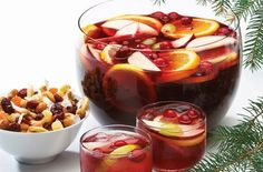 The Food Explorer's Favorite Alcoholic & Non-Alcoholic Christmas Punch Recipes: Cranberry Christmas Punch from Food and Beverage Mixed Drinks, Fun Drinks, Yummy Drinks, Beverages, Drinks Alcohol, Party Drinks, Holiday Punch, Christmas Punch, Christmas Holidays
